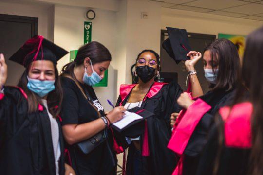 groupe jeunes diplômés